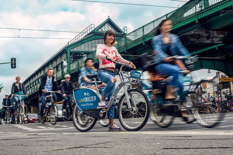 find bike rentals explore the city by bike. Black Bedroom Furniture Sets. Home Design Ideas